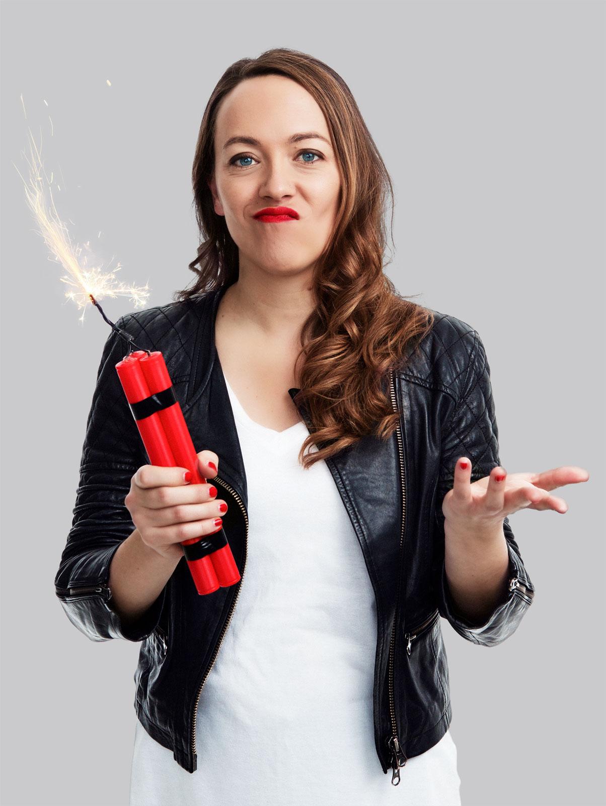 Pressefoto 2017, LisaCatena mit Dynamitstangen